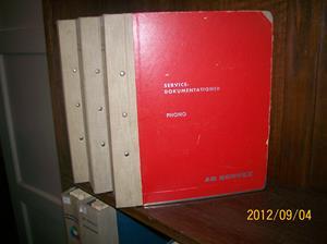 671. AB Servex, servicedokumentation Phono. Typ: Philips, Dux, Aga, Conserton, Radiola. Nr: Radio 7. År 1950-60-70-tal/Sverige. Tre stycken röda pärmar, ljus rygg. Fotonr: 100_9671