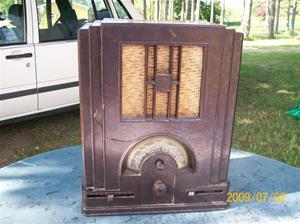 286. Telefunken, rörmottagare. Typ: 125 WL k <Wiking> Bakelit. Nr: 19190. Skylt på baksidan: Licens 2 Sverige Marconi RCA Philips Telefunken R 19190. 100_3563