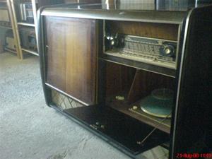 237. Blaupunkt, radio-TV-grammofon. Radiodelen typ: Avkona 7345. Radiodelen nr: 2342 K 710 715. Grammofonen: Rex Per Petnum Ebner. Tv.n saknas. Mobilfoto k750i nr. 051.