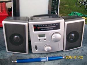 285. FM, portable radio. Fotonr: 100_3562