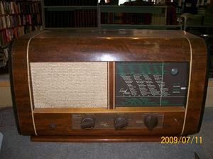 333. Luxor//Radio, rörmottagare. Typ: 67W. Nr: På högt. UT 545 Luxor Briljant P1 645/B. Fotonr: 100_3702