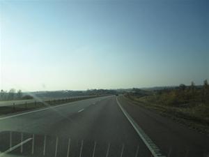 5. Motorväg med skånes landskap framför oss
