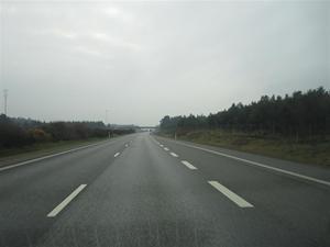 1. Efter en stadig frukost på Hotell Högland for vi vidare söderut mot P-Gs hemstad Halmstad. Termometern visade +10 grader denn