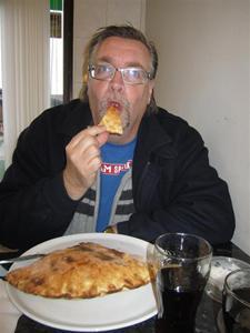 2. Efter tre timmars färd var vi framme i Halmstad. Där blev det lunch i form av pizza och sedan kaffe på kondiset väg i vägg me