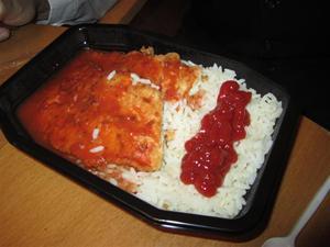 8. I pausen bjöds vi på dagens lunch som idag var ris med fisk - mums!