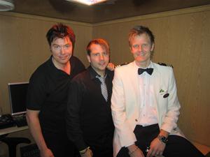 5. Med på kryssningen var Ljudteknikern Peter, Musikvärden Jakob och Kryssningsvärden Ronny.